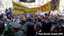 Демонстрація під час відзначення 50-х роковин окупації Чехословаччини
