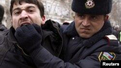 Azerbaijan -- A policeman detains an opposition activist in Baku, 12Mar2011