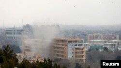 Spitali në Kabul që u sulmua sot nga militantët e Shtetit Islamik