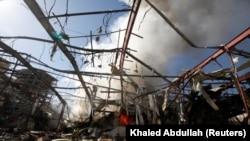 صنعا، پایتخت یمن؛ حملات هوایی عربستان سعودی به یک مراسم خاکسپاری حدود ۱۴۰ کشته بر جای گذاشت