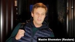 Алексей Навальный на выходе из ИВС 14 октября 2018