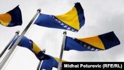 Государственный флаг Боснии и Герцеговины утвержден Европейским союзом и не содержит национальной символики