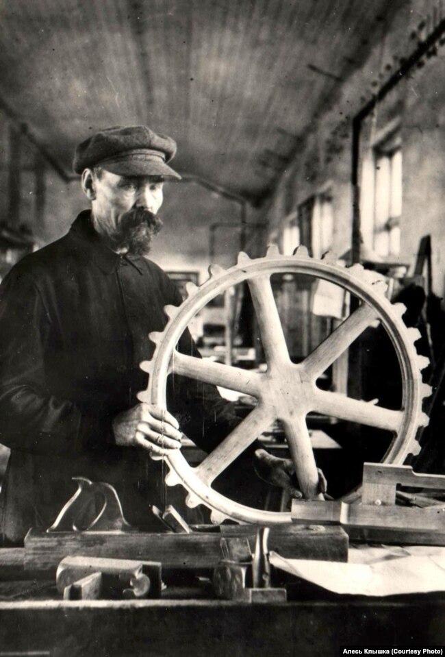 Иосиф Голубев, минский завод Ворошилова, 1 935 год