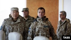 Kazakhstan -- Presidents Nursultan Nazarbaev, Dmitry Medvedev, Emomali Rakhmon and Serzh Sarkisian at the Matybulak firing range, 16Oct2009