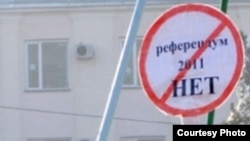 In the minority? A sign in the Kazakh city of Taraz expresses opposition to a referendum extending the president's rule.