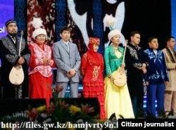На состязании казахских певцов-импровизаторов в Астане.