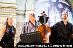 Миша Майский (виолончель), Лили Майски (фортепиано), Саша Майский (скрипка)