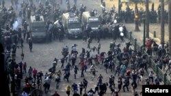 Kairiň Tahrir meýdançasynda protestçileriň polisiýa bilen çaknyşygy, 25-nji noýabr, 2012.