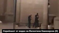 Стоп кадър от видео, показващо полицейско насилие над протестиращ на 10 юли вечерта.