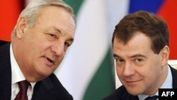 Abkhaz leader Sergei Bagapsh (left) talks with Russian President Dmitry Medvedev in Moscow.