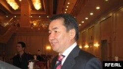 Бас прокурор Қайрат Мәми Риксос қонақ үйіндегі баспасөз-мәслихатында. Астана, 3 желтоқсан, 2009 жыл.