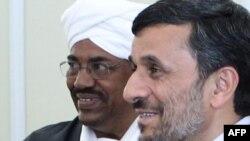 محمود احمدی نژاد در کنار عمر البشیر، رهبر سودان