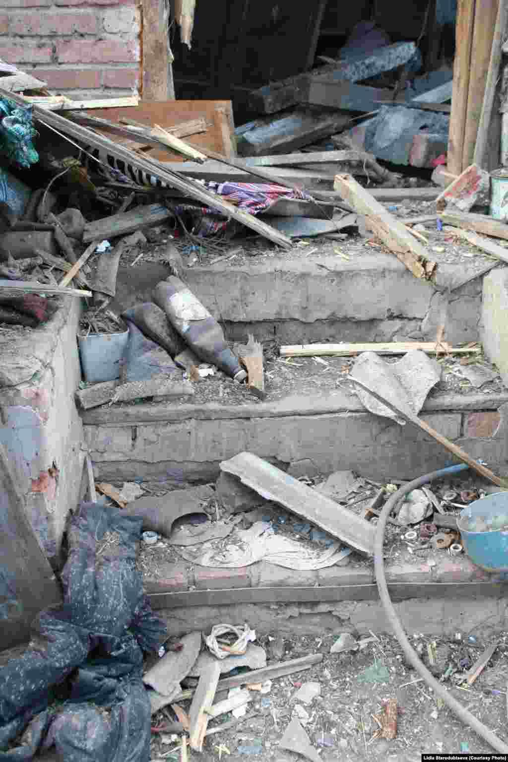 Разруха в поселке Луганское.