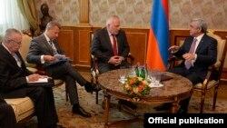 ԵԱՀԿ Մինսկի խմբի համանախագահները Երևանում հանդիպում են Հայաստանի նախագահ Սերժ Սարգսյանի հետ, արխիվ