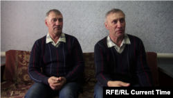 Константину и Владимиру 54 года. Они по-прежнему носят одинаковую одежду