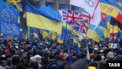 تجمع هواداران نزدیکی اوکراین به اتحادیه اروپا در میدان «استقلال» کیف