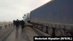 Перекрытая трасса Ош-Бишкек-Исфана, Баткенская область 11 января 2020 г.