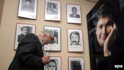 Участники конгресса отдали дань уважения Анне Политковской и другим журналистам, убитым в России