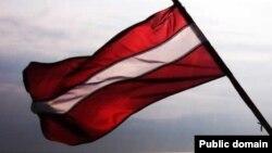 Государственный флаг Латвии.