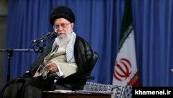 رهبر ایران میگوید که «مشکلات نظام پارلمانی از نظام ریاستی بیشتر است».