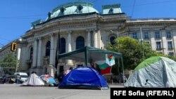 Новият палатков лагер пред Софийския университет