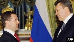 Victor Ianucovici primit la Kremlin de Dmitri Medvedev