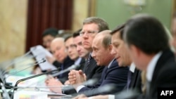 Путин такымы беренче карашка тату һәм бердәм булып күренә