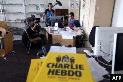 La redacția revistei în timpul turnării unui film