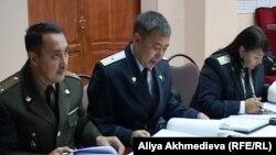 Прокуроры на суде по делу о прорыве плотины в поселке Кызылагаш. 23 сентября 2010 года.