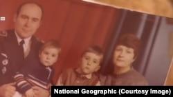 """Кадр из документального фильма National Geographic """"Ребенок за штурвалом самолета. Расследование авиакатастроф"""""""