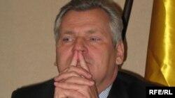 Александр Квасневський уже майже рік опікується долею колишніх українських урядовців