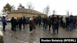 Жители села Садовое Карагандинской области в дни наводнения. 16 апреля 2015 года.