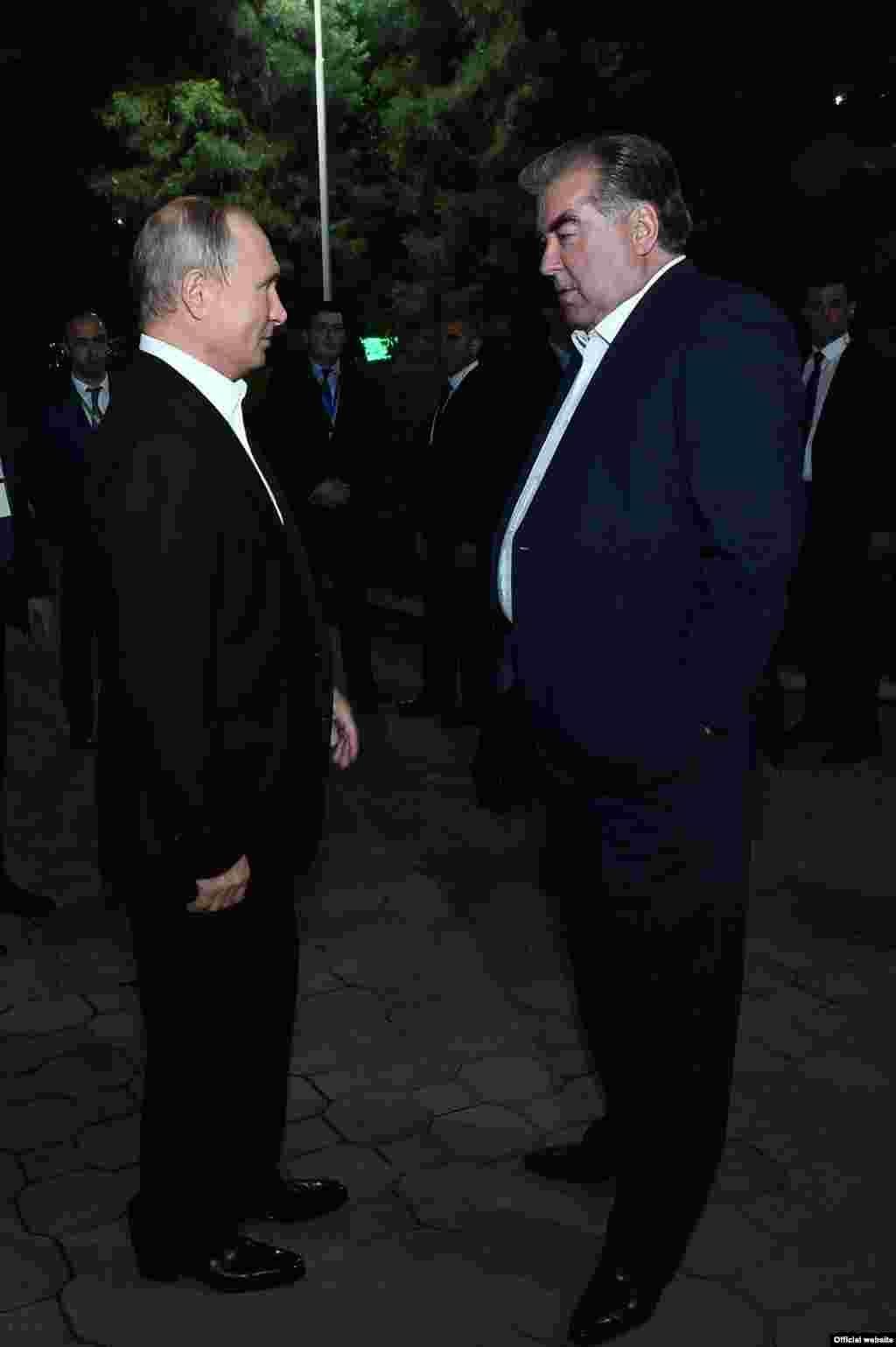 Эмомалӣ Раҳмон бо президенти Русия Владимир Путин