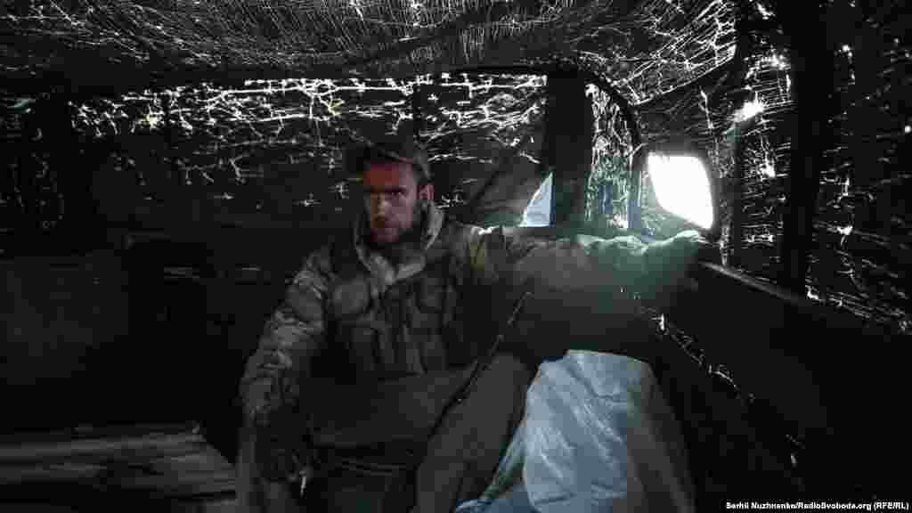 Журналісти Радіо Свобода отримали можливість потрапити на одну з найнебезпечніших позицій в зоні проведення операції Об'єднаних сил. Очевидно, що в ці краї громадський транспорт не ходить. Добиратися довелося армійською вантажівкою, більш відомою як «шишига»