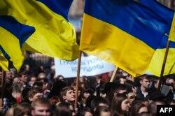 Проукраїнський мітинг у Луганську. Квітень 2014 року