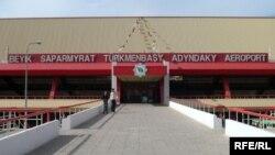 Saparmyrat Türkmenbaşy adyndaky halkara aeroport.