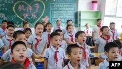 Nxënës të një shkolle fillore në provincën Hebei, Kinë. Foto nga arkivi.