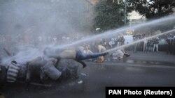 Силовой разгон акции протеста. Ереван, 23 июня 2015 г.