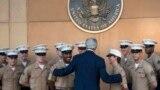 وزير الخارجية جون كيري يحيي جنود المارينز بالسفارة الإميركية في بغداد - 23 حزيران 2014