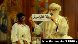 لحظة الكشف عن إسم الأنبا تواضروس في قرعة إختيار بابا الكرازة المرقسية رقم 118 في مصر.