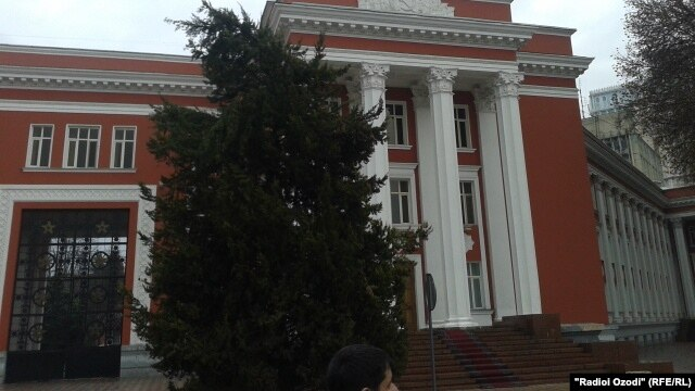 Dushanbe's New Year's tree is installed on December 24.