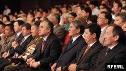 Кыргызстанда каттоодон өткөн 140тан ашык саясий партиялар бар.