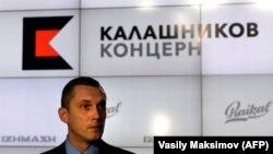 Буга чейин «Калашниковдун» 75% акциясына Алексей Криворучко ээлик кылган.