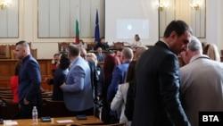 Групата на ИТН напусна пленарната зала след декларация, прочетена от трибуната от Ивайло Вълчев