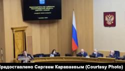 Сергей Караваев во время заседания в Законодательном собрании Ленинградской области