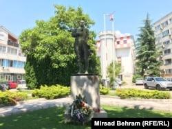 Spomenik još jednom zvaničniku susjedne gržave, Gojku Šušku bivšem ministru obrane Republike Hrvatske, napravljen 2008. godine otkriven je spomenik.