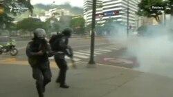 Policia e Venezuelës hedh gaz lotsjellës në protestat kundër qeverisë