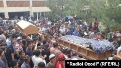 Похороны жертв приграничного конфликта в Исфаре. 30 апреля 2021