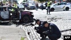Эксперты работают на месте взрыва, от которого погиб Павел Шеремет