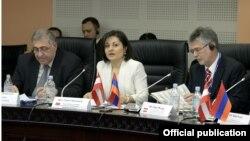 Фотография - пресс-служба Министерства финансов Армении